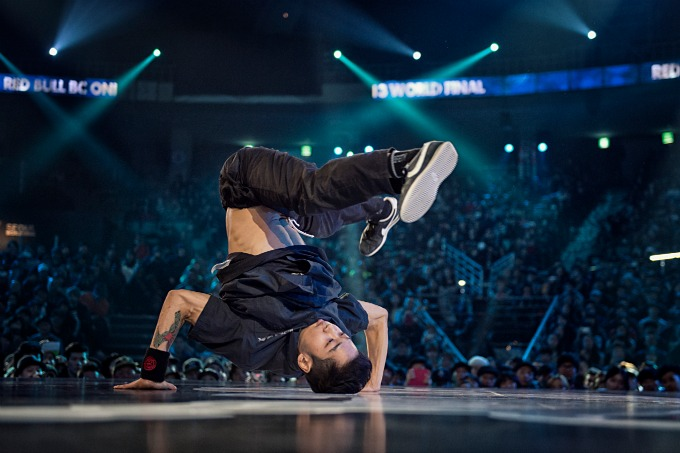 Hong 10 (R) competes against Mounir in the finals at Jamsil Arena during the Red Bull BC One World Final, Seoul, Korea on November 30th 2013.