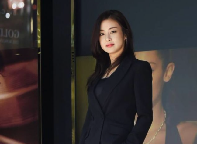 Kang Sora Announces Marriage this Month