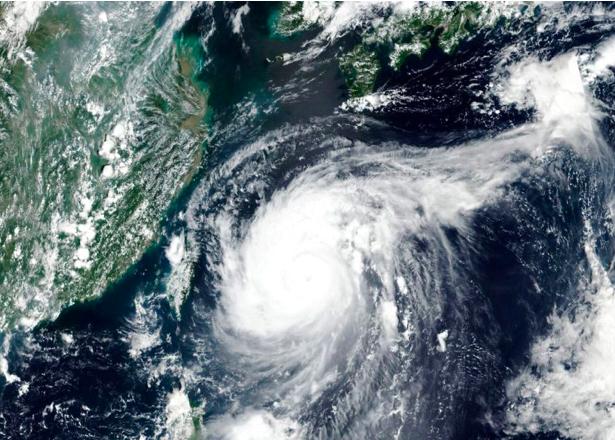 Powerful Typhoon hits South Korea